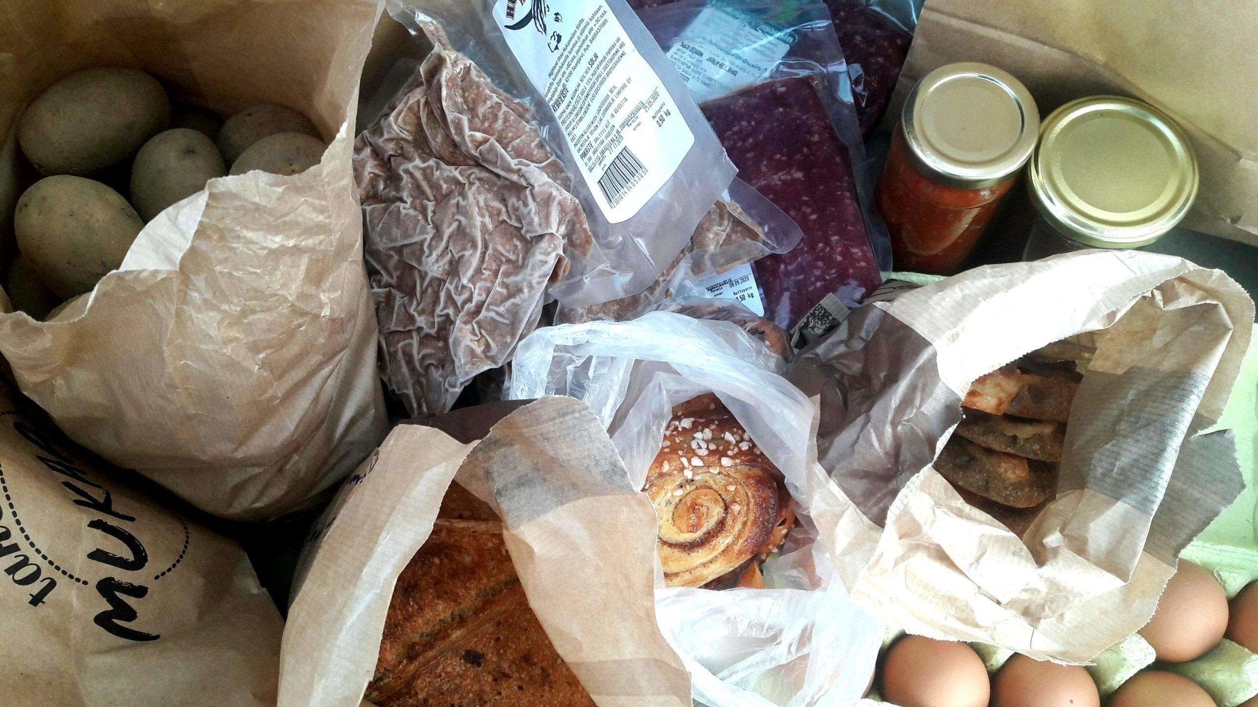 REKO-tuotteita: juureksia, lihaa, leivonnaisia ja säilykkeitä