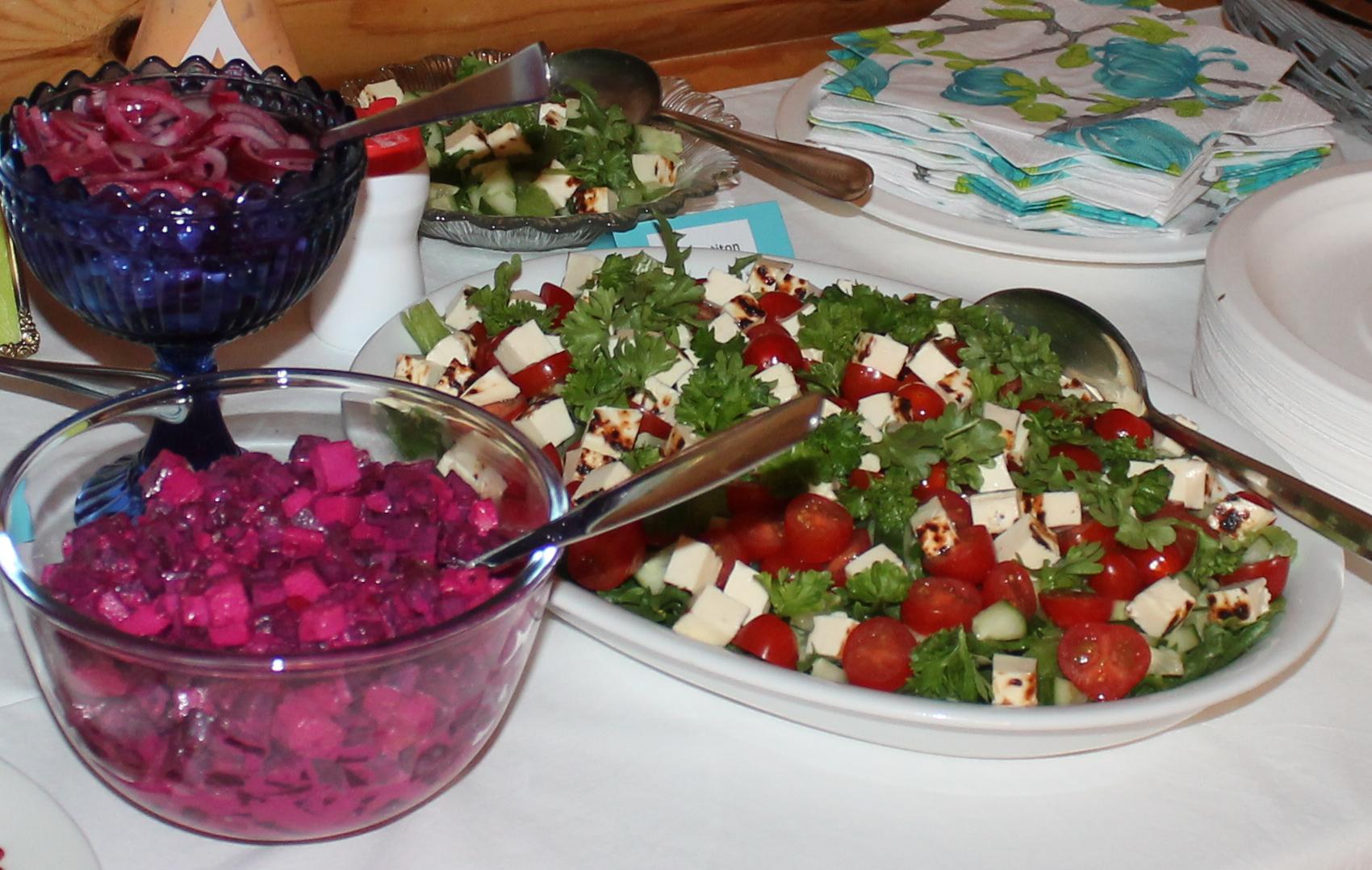 Punajuurisalaatti, Suolainen salaatti ja marinoitu punasipuli